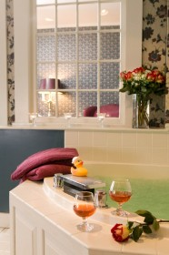 romantic whirlpool tub at Rabbit Hill Inn