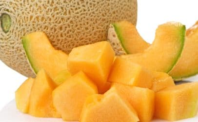 cut cantaloupe into cubes