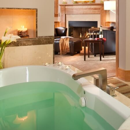 Whirlpool tub of Tavern's Secret facing the fireplace