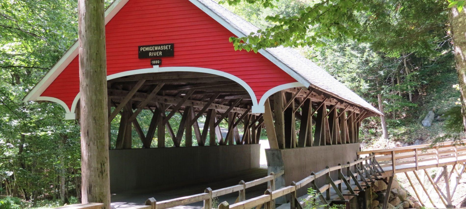 red Covered bridge in New Hampshire