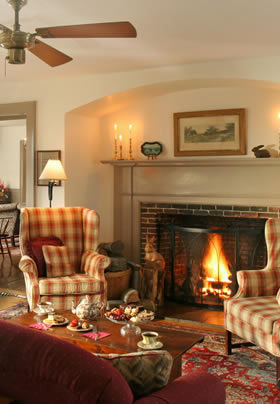 Living Room with roaring fire at Rabbit Hill Inn