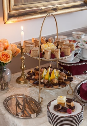 complimentary afternoon tea and sweets served daily at the rabbit hill inn
